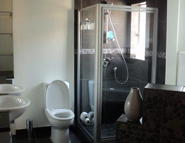 Bathroom-A-3.jpg
