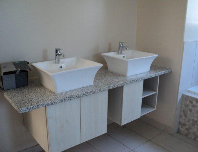 Bathroom B (4)