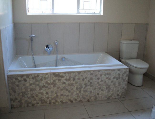 Bathroom B (5)
